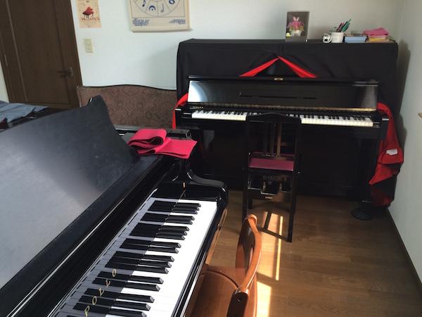 グランドピアノとアップライトピアノ